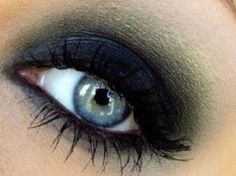 The perfect smokey eye for blue eyes... Dark blue eyelid.