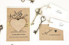Svatební oznámení Přírodní srdce Ručně vyráběné svatební oznámení v přírodním stylu zdobené pavučinovou stuhou s papírovým srdcem. Rozměr přibližně 10,5 x 15 cm.Textové úpravy, elektronický grafický náhled i bílá obálka v ceně. Vyobrazené oznámení je pouze vzorové, na přání lze použít jiné barvy papírů, stuh, druhu i barvy písma a přizpůsobit ...
