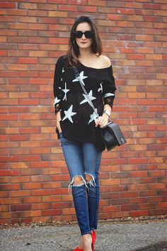 Star sweater, jeans, red heels