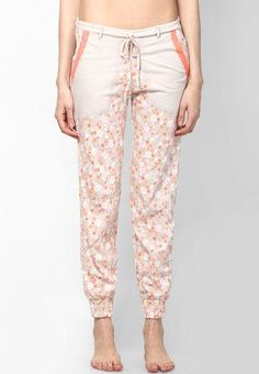 Pair these trousers with a orange coloured top and flats for a casual look! - cooliyo.com