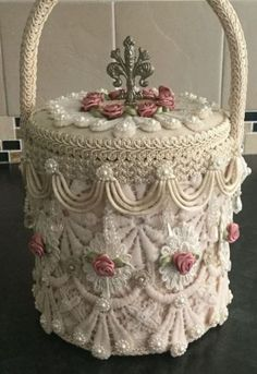 ideas for sewing box painted Shabby Chic Crafts, Shabby Chic Decor, Tin Can Crafts, Diy Crafts, Ceramic Shop, Shaby Chic, Fabric Bins, Painted Boxes, Painted Dressers