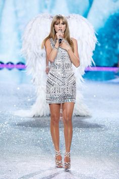 haha sorta looks like she is wearing the famous wings :P