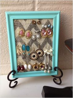 Diy picture frame earring holder super cheap and easy! Diy Earing Holder, Diy Jewelry Holder, Diy Jewelry Making, Necklace Holder, Gold Necklace, Jewellery Storage, Jewelry Organization, Necklace Storage, Jewellery Boxes