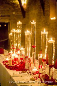 Mars & Venus Mariage - Décoration Mariage Rouge - Roses rouges, bougies, vases, pétales ...