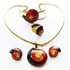 Impressive 1980s red shell vintage jewellery set of a choker necklace bracelet ring and a pair of matching earrings This is an absolutely exclusive set