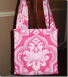 """craft lessons: the lindie bag (free purse pattern) sewing patterns finished size: tall if you include straps), wide, 3 """" deep in all Purse Patterns, Sewing Patterns Free, Free Sewing, Sewing Tutorials, Sewing Projects, Bag Tutorials, Sewing Art, Clothes Patterns, Fabric Bags"""