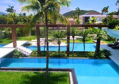 A Edmundo Imóveis comercializa, aluga e administra residências de alto padrão há mais de 20 anos dentro do Condomínio Jardim Acapulco, na cidade de Guarujá, oferecendo um serviço impecável, que surpreende as expectativas de seus clientes.