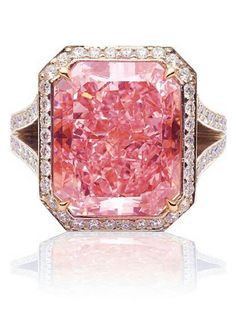 reminds me of a juicy pink grapefruit with sugar sprinkled on top, mmmmm Vivid pink diamond. Pink Jewelry, I Love Jewelry, Diamond Jewelry, Vintage Jewelry, Wedding Jewelry, Jewlery, Wedding Rings, Do It Yourself Fashion, Schmuck Design