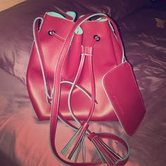 SALE!!!⚡️Steve Madden Gemma Bucket Bag in Deep Red Gorgeous bucket bag! Never used! Excellent condition! No scratches or stains. Steve Madden Bags Crossbody Bags