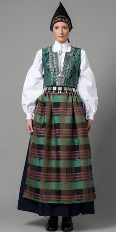 FolkCostume&Embroidery: Overview of Norwegian Costumes part the West Norwegian Clothing, Costumes Around The World, Frozen Costume, Folk Costume, Fashion Art, Ethnic Fashion, Traditional Dresses, Beautiful Outfits, Fashion Dresses