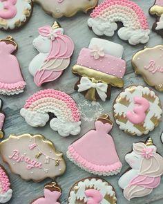 "Zornitsa Nikiforova on Instagram: ""I will never get tired of 🦄 . . . #cookielandbyzornizza #decoratedcookies #cookies #galletas #butikkurabiye #Bulgaria #varna #customcookies…"" Easter Egg Crafts, Easter Eggs, Cookie Decorating, Decorating Tips, Unicorn Birthday, Birthday Cake, Custom Cookies, Cake Cookies, Hacks"