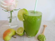 This homemade apple matcha spritzer combines delicious apple juice with the healthy green tea powder matcha. It's the best healthy way to drink more water. Amla Juice Benefits, Green Juice Benefits, Health Benefits, Superfood, Amla Recipes, Fat Cutter Drink, Fat Burning Diet Plan, Spinach Juice, Matcha Tea Powder
