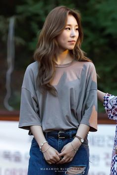 Find images and videos about kpop, mamamoo and solar on We Heart It - the app to get lost in what you love. Kpop Girl Groups, Korean Girl Groups, Kpop Girls, Snsd, Wheein Mamamoo, Soyeon, Looks Style, K Pop, South Korean Girls