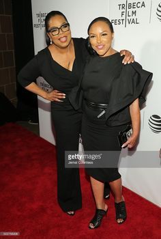 actressexecutive-producer-oprah-winfrey-and-actress-lynn-whitfield-picture-id522758206 (689×1024)