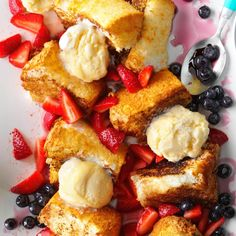 Grilled Angel Food Cake with Strawberries Recipe - One of our favorites! The unexpected flavor of the Balsamic and Butter give the Angel Food an amazing flavor-Robyn Strawberry Angel Food Cake, Strawberry Desserts, Köstliche Desserts, Delicious Desserts, Diabetic Desserts, Diabetic Recipes, Light Summer Desserts, Best Summer Desserts, Summer Cakes