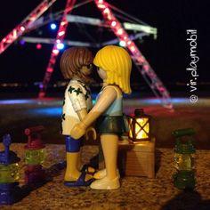 Night love on the beach #playmobilfigures #playmobillovers #playmobilporelmundo #playmobilespaña #famobil #clicks #iloveplaymo #playmo #playmobilfan #playmobilmania #iloveplaymo #playmyplanet #iloveplaymo #playmobil #playmobile #toys #love #night #beach #summer