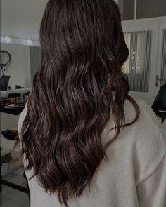 "Veronika Mykolenko's Instagram post: ""🖤 #vlny #hairstyle #tigibedhead #svatebniinspirace #svatebniucesybrno #svatebniuces #hairstyling #mykolenkohairstyle"""