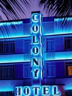 Miami Beach: Hotel on Ocean Drive, Art Deco District, Miami, Florida . Hotels in Ocean Drive! Neon Signs