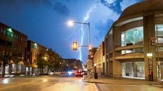 信じられないほどの雷ダウン街の街路 自然の力 自然 高解像度で壁紙