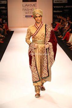 Brocade Zardozi Angarkha - while the mughal sherwani is very popular, the rajput angrakha has a princely charm that should not be overlooked. Indian Groom Wear, Indian Suits, Indian Wear, Indian Men Fashion, Asian Fashion, Mens Fashion, Sherwani Groom, Wedding Sherwani, Turbans