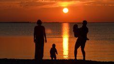Gemeinsam Natur erleben: BIO HOTELS Familienurlaub - #biohotels Am Meer, Hotels, Celestial, Sunset, Outdoor, Family Vacations, Outdoors, Sunsets, Outdoor Games