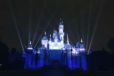 Every kids favorite place on earth's night view. And this year is amazing year for Disney Land cuz it's the 60th birthday year and... it's diamond celebration  cheers Disney!! I love you forever  #disneyland #nightphotography #iphotography #springbreak2016 #castle by khinpann