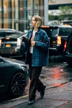 Fashion Week Street Style Is Here, So We've Got Like a Million Outfit Ideas Now Look Street Style, Street Chic, Paris Street, Street Styles, Looks Style, Style Me, Mein Style, Fashion Tips For Women, Look Fashion