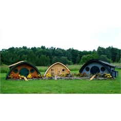 Hobbit Hole Chicken Coops (hey, even I might want to harvest my own chickens w/ cute coops like these)  ;)
