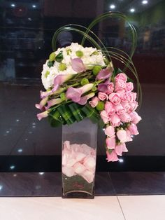 Shared with Dropbox Arte Floral, Deco Floral, Floral Design, Church Flower Arrangements, Floral Arrangements, Ikebana, Exotic Flowers, Beautiful Flowers, Flower Vases