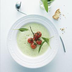 Zur Bärlauchsaison im Frühling schmeckt diese Suppe besonders lecker und würzig. Mit den Karamelltomaten ist dieses Rezept einfach unschlagbar.