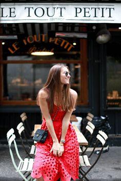 LE TOUT PETIT . PARIS