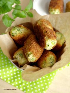 krokiety brokułowe Clean Recipes, Cooking Recipes, Yummy Eats, Yummy Food, Vegetarian Recipes, Healthy Recipes, Salty Foods, Cookery Books, Finger Food Appetizers
