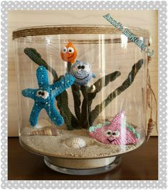 Häkel dir dein eigenes Aquarium mit einer tollen Meeres -WG :-) 5 in 1 ! Diy Craft Projects, Crochet Projects, Fun Crafts, Diy And Crafts, Crochet Sea Creatures, Crochet Animals, Crochet Fish, Cute Crochet, Crochet Gifts