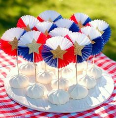 Patriotic Treats to celebrate the of July. All things red, white and blue.and delicous to make a festive dessert spread for the holiday. 4th Of July Celebration, 4th Of July Party, Fourth Of July, July Crafts, Holiday Crafts, 4th Of July Decorations, Patriotic Party, Food Festival, Independence Day