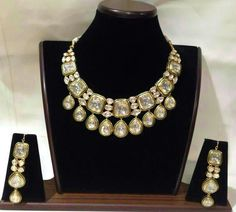 Gold Jewelry Design In India Mens Gold Jewelry, Gems Jewelry, Jewelry Sets, Jewelery, Gold Jewellery, Jewelry Making, Jewelry Stand, Indian Wedding Jewelry, Indian Jewelry