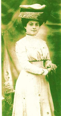 This is a photo of Adelina Jaramillo Welborn, one of the daughters of Paulita Maxwell and Jose Jaramillo. Texas History, Family History, William H Bonney, Outlaw Women, Billy The Kids, Wild West, Daughters, Lincoln, Scene