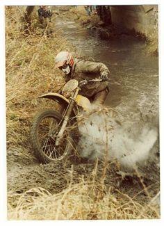 Old School Enduro Enduro Vintage, Vintage Motocross, Vintage Bikes, Vintage Motorcycles, Cars And Motorcycles, Honda Motorcycles, Valentino Rossi, Scrambler, Estilo Cafe Racer