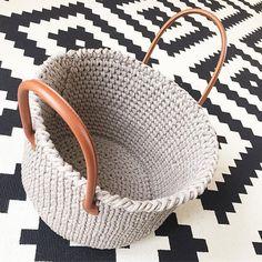 Наподобие такой стильной корзины можно связать из новой пряжи Cord от Maccaroni 🌚#Repost @trickovlna・・・#aw2016 #ka_mi_ko #trickovlna #bobbiny #dizajn #crochet #design #homedecor #crochetdesign #interierdesign #interiordesigner #homedecor #home #madeinslovakia #handmade #basket #nursery #nurseryinspo #vscodesign #crochetbasket #ropes #crochet_living #cotton #yarn #yarnporn #eco #scandinaviandesign #scandinavianroom