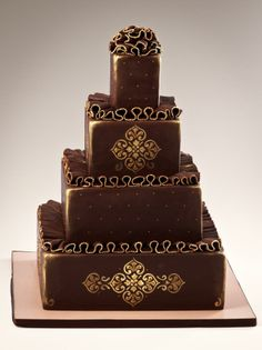 I don't normally like brown wedding cakes,but this is pretty!