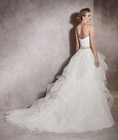 Albania - Princess wedding dress with a sweetheart neckline and gemstones
