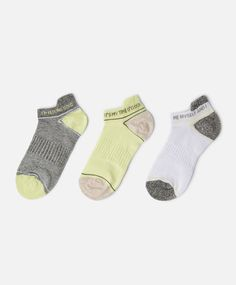 The latest in socks for SS 2016 at Oysho online. Find knee high, shoe liner, black, ankle, white, cotton & striped socks & footies. Styles for all women!