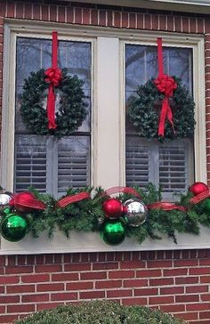 Christmas Decorating Ideas for Porches, Doors and Windows (christmas window lights ribbons) Christmas Window Boxes, Christmas Wreaths For Windows, Outside Christmas Decorations, Christmas Porch, All Things Christmas, Christmas Lights, Christmas Holidays, Christmas Crafts, Christmas Ornaments