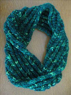 FREE Mistake Rib Cowl knitting pattern by Carol Ullmann uses super bulky yarn, knits up fast! entangleddesign.net