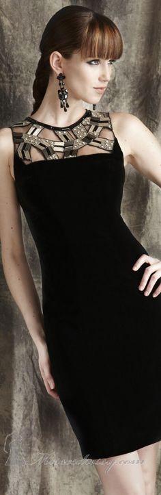 """vestido de """"Cocktail"""" , faça o seu a partir de um tomara que cai, adicione tule, retalhos de couro e pedrinhas, componha um desenho geométrico como este, ou  então, um desenho de acordo com a sua escolha."""