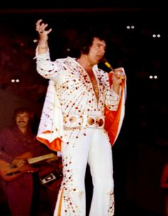 ELVIS LIVE ON STAGE IN 1973