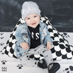 Deze baby- en peuterbeanie is schattig en stoer tegelijk. Elke muts is handgemaakt in België in een soepele jersey. Je kindje draagt het niet enkel in de koude seizoenen maar ook tijdens de lente en frisse zomerdagen.