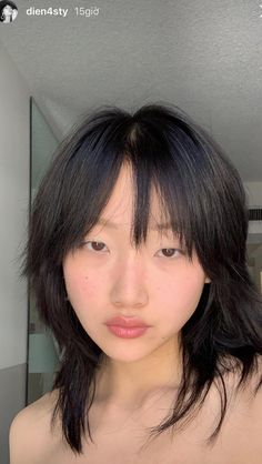 Does anyone know what this hairstyle is called? Cut My Hair, Hair Cuts, Pretty Hairstyles, Straight Hairstyles, Hair Inspo, Hair Inspiration, Medium Hair Styles, Curly Hair Styles, Hair Medium