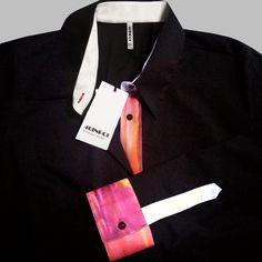 Camicia multicolore speciale Natale di 46inpoi la camicia donna taglie forti. Dettagli sartoriali e accostamenti speciali, per la donna che vuole indossare qualcosa di comodo e diverso dal solito. La qualità è Made in Italy. #46inpoi #madeinItaly #camicie #taglieforti #curvy