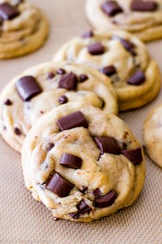 These soft and chewy chocolate chip cookies are the most popular recipe on my website! Melted butter and an extra egg yolk guarantee a chewy texture. Popular Cookie Recipe, Chip Cookie Recipe, Cookie Recipes, Cookie Desserts, Cookie Bars, Frozen Cookie Dough, Frozen Cookies, Chewy Chocolate Chip Cookies, Chocolate Chip Recipes
