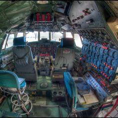 Lockheed Constellation L1049 Cockpit @cambuntu